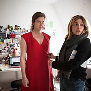 """Julie Gayet, Nadia Turincev créatrices de la maison de production """"Rouge International"""". Séance d'essayage pour la montée des marches du Festival de Cannes le 2 mai 2012."""