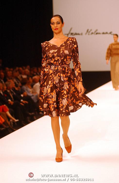 NLD/Amsterdam/20050912 - Modeshow Frans Molenaar 2005,