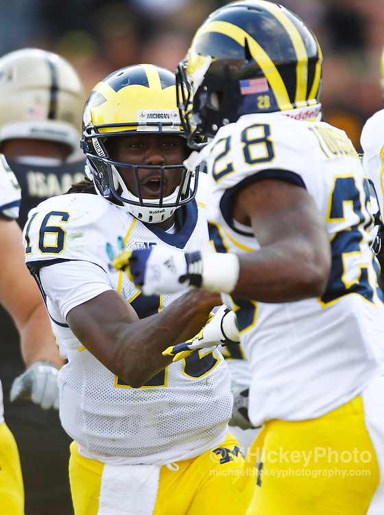 WEST LAFAYETTE, IN - OCTOBER 06: quarterback Denard Robinson #16 of the Michigan Wolverines and running back Fitzgerald Toussaint #28 of the Michigan Wolverines celebrates a touchdown against the Purdue Boilermakers at Ross-Ade Stadium on October 6, 2012 in West Lafayette, Indiana. (Photo by Michael Hickey/Getty Images) *** Local Caption *** Denard Robinson; Fitzgerald Toussaint