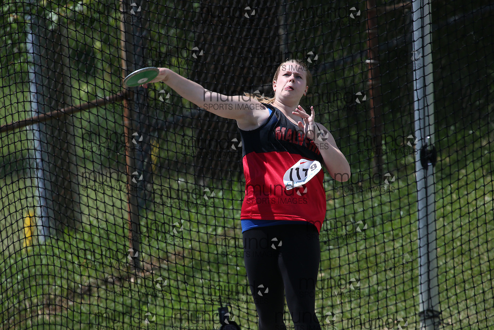 Amy Carpenter of Malvern CI - Toronto competes in the junior girls discus at the 2013 OFSAA Track and Field Championship in Oshawa Ontario, Thursday,  June 6, 2013.<br /> Mundo Sport Images / Sean Burges