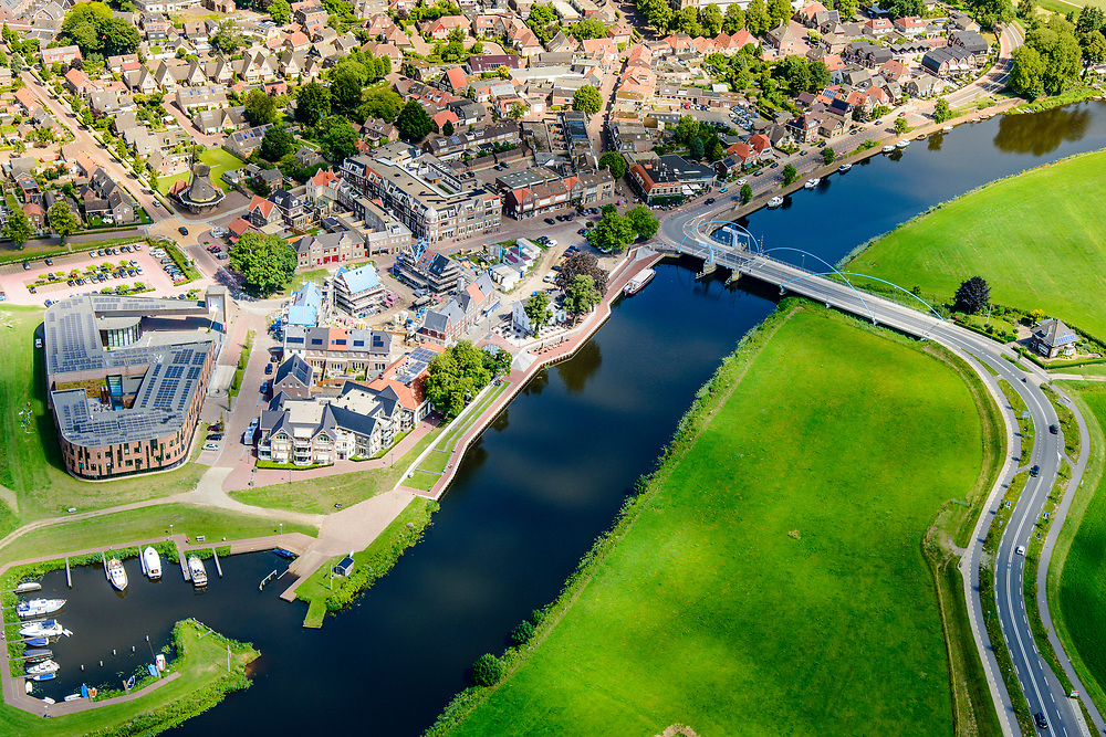 Nederland, Overijssel, Gemeente Dalfsen, 17-07-2017; Dalfsen Waterfront, Vechtdijk, Overijsselsche Vecht. In het kader van het onderdeel van het Hoogwaterbeschermingsprogramma zijn de kades en dijken verbeterd en verhoogd.<br /> As part of the High Water Protection Program, the quays and dikes have been improved.<br /> <br /> luchtfoto (toeslag op standard tarieven);<br /> aerial photo (additional fee required);<br /> copyright foto/photo Siebe Swart