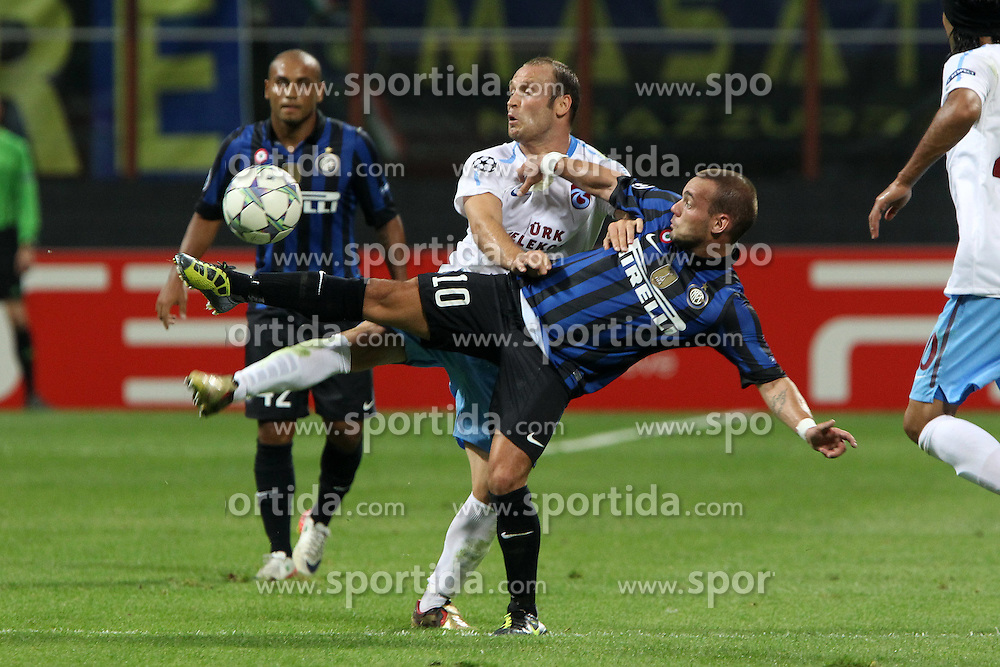 14.09.2011, Giuseppe Meazza Stadion, Mailand, ITA, UEFA CL, Inter Mailand vs Trabzonspor, im Bild Wesley Snejider Inter, Serkan Balci Trabzonspor. // during UEFA Champions League match between Inter Mailand and Trabzonspor at Giuseppe Meazza Stadion in Milano, Italy on 14/09/2011. EXPA Pictures © 2011, PhotoCredit: EXPA/ InsideFoto/ Paolo Nucci +++++ ATTENTION - FOR AUSTRIA/(AUT), SLOVENIA/(SLO), SERBIA/(SRB), CROATIA/(CRO), SWISS/(SUI) and SWEDEN/(SWE) CLIENT ONLY +++++
