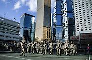 Hong Kong. Gurkhas last parade  departure base prince of Walles    / Rassemblement des bataillons Gurkhas qui vont être démantèles et réduits à un groupe de 1000 soldats, au premier rang un major anglais. aux pieds des buildings de central, dans la base militaire - Prince of Walles - .  / R00057/3    L940628a  /  P0000317