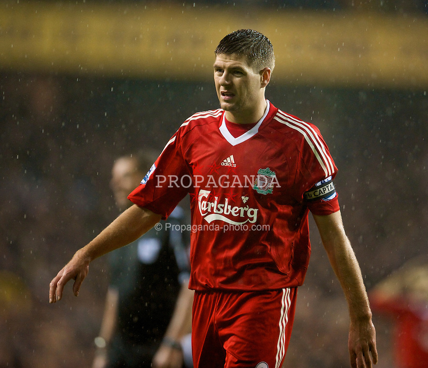 LONDON, ENGLAND - Saturday, November 1, 2008: Liverpool's captain Steven Gerrard MBE in action against Tottenham Hotspur during the Premiership match at White Hart Lane. (Photo by David Rawcliffe/Propaganda)