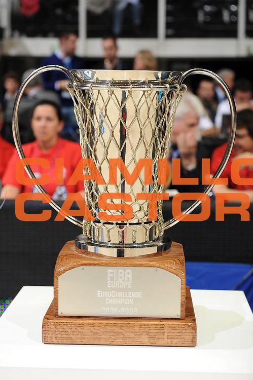 DESCRIZIONE : Bologna EuroChallenge Final Four 2009 Final Virtus Bologna Fiere Cholet Basket<br /> GIOCATORE : Coppa<br /> SQUADRA : Virtus Bologna Fiere<br /> EVENTO : EuroCup-EuroChallenge 2009<br /> GARA : Virtus Bologna Fiere Cholet Basket<br /> DATA : 26/04/2009 <br /> CATEGORIA : <br /> SPORT : Pallacanestro <br /> AUTORE : Agenzia Ciamillo-Castoria/M.Marchi