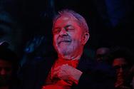 Aconteceu ato pela Democracia e pelo Direito de LULA ser candidato, o ex presidente Lula Silva participou do ato que contou com a presença de diversos artistas, na Casa de Portugal, em São Paulo (SP), na noite desta quinta feira (18). Foto: Agatha Gameiro / FramePhoto
