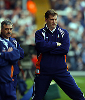 Fotball. Engelsk Premier League 2001/2002.<br /> Fulham v Tottenham 24.03.2002.<br /> Glenn Hoddle og John Gorman, Tottenham.<br /> Foto: Tim Parker, Digitalsport