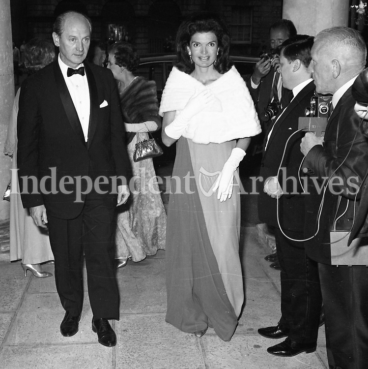 Jacqueline Kennedy's 1967 visit to Ireland.<br /> Mrs. Jackie Kennedy at a state banquet at St. Patrick's Hall, Dublin Castle, 30/06/1967.<br /> Among the guests were Taoiseach Jack Lynch (Seen here on the left) and his wife M&aacute;ir&iacute;n.<br /> (Part of the Independent Ireland Newspapers/NLI Collection)