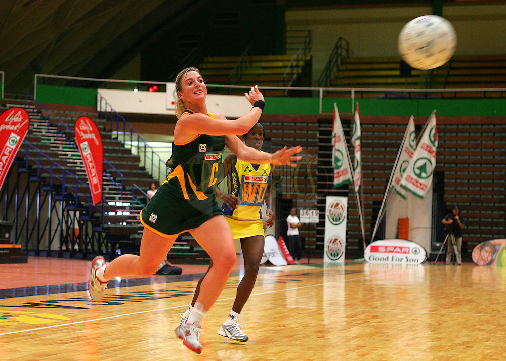 CAPE TOWN, SOUTH AFRICA - 25 October 2008, Liezel Wium passes cross court during the 3rd Spar test match between South Africa and Barbados held at The Good Hope Centre in Cape Town, South Africa..Photo by: sportzpics.net