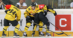 11.09.2016, Albert Schultz Halle, Wien, AUT, CHL, UPC Vienna Capitals vs Kalpa Kuopio, Gruppenspiel, im Bild Jyri Junnila (Kalpa Kuopio), Jussi Timonen (Kalpa Kuopio), Taylor Vause (UPC Vienna Capitals) // during the Champions Hockey League match between UPC Vienna Capitals and Kalpa Kuopio at the Albert Schultz Arena, Vienna, Austria on 2016/09/11. EXPA Pictures © 2016, PhotoCredit: EXPA/ Alexander Forst