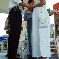 San Antonio la Isla, Mex.- Enrique Jacob Rocha, secretario de Desarrollo Económico, y Jannette Arreola, presidenta del patronato de Fundación Pro Mazahua y  Pedro Padierna, presidente de Sabritas México, Caribe y Centro América, iniciaron el convenio entre Fundación Sabritas, fundación Pro Mazahua, y el Gobierno del Estado para impulsar proyectos agrícolas productivos en comunidades indígenas. Agencia MVT / José Hernández. (DIGITAL)<br /> <br /> <br /> <br /> NO ARCHIVAR - NO ARCHIVE