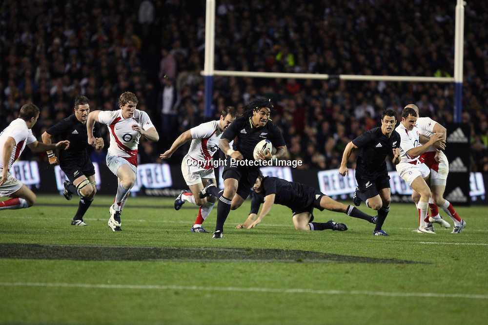 Ma'a Nonu carries the ball. Iveco Test match Series, All Blacks beat England 37-20, 1st Test, Eden Park, Auckland, Saturday 14 June 2008. Photo: Marc Weakley/PHOTOSPORT