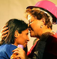 A candidata presidencial pelo Partido dos Trabalhadores (PT), Dilma Rousseff, durante um comício de campanha em Porto Alegre, sul do Brasil em 24 de setembro de 2010. Escolha do presidente Luiz Inácio Lula da Silva para sucedê-lo nas eleições de outubro, Dilma Rousseff, ampliou sua vantagem sobre seu rival mais próximo de acordo com uma pesquisa divulgada 21 de setembro, 2010. A pesquisa, feita pelo instituto Sensus, Dilma havia sugerido 50,5 por cento de apoio entre os eleitores - o suficiente para vencer o 03 de outubro a eleição definitiva, sem um segundo turno. FOTO: Jefferson Bernardes/Preview.com