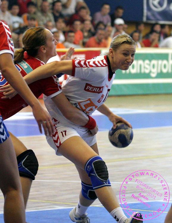 09.06.2007 Nis-Serbia.Serbia-Poland second qualify match for world cup.Wolska Agnieszka(r)Poland passing by Eric Jelena(L) Serbia.Foto:Aleksandar Djorovic
