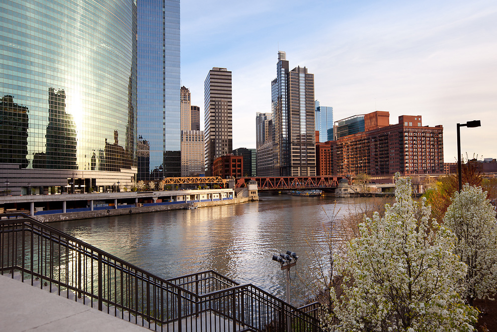 Chicago River and city skyline, Chicago, Illinois, USA