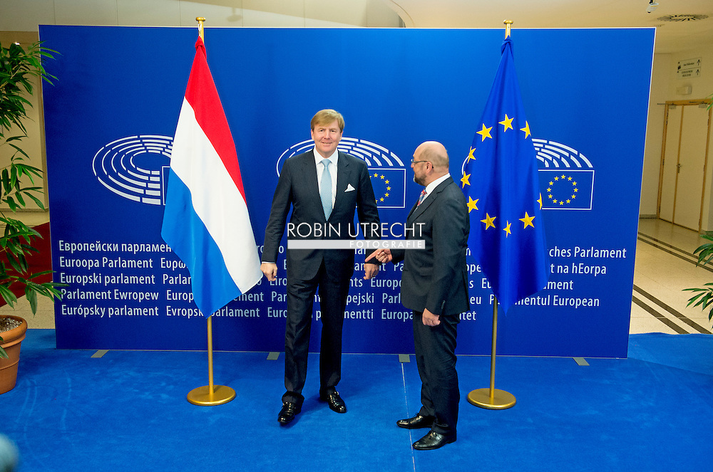 BRUSSELS - Dutch King, Willem-Alexander (L), is welcomed by the President of the European Parliament, Martin Schulz (R), prior to a meeting at the EU Parliament in Brussels, Belgium, 03 November 2015. King Willem-Alexander is set to visit the three main European institutions 03 November. COPYRIGHT ROBIN URECHT