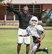 Former NFL receiver Jerry Rice works out with the football team at Scarborough High School, September 9, 2014.