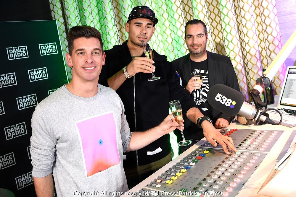 Lancering 538Dance Radio in het 538 DJHOTEL in Amsterdam.<br /> <br /> Op de foto:  Menno de Boer, Afrojack en Dave Minneboo bij de lancering van 538Dance Radio