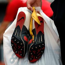 30-06-2007 ATLETIEK: NK OUTDOOR: AMSTERDAM<br /> Spikes, schoenen, verspringen zand sprong item atletiek creative illustratief<br /> ©2007-WWW.FOTOHOOGENDOORN.NL