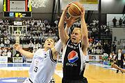 DESCRIZIONE : Ferrara Lega A 2009-10 Carife Ferrara Pepsi Caserta<br /> GIOCATORE : Lukasz Koszarek<br /> SQUADRA : Pepsi Caserta<br /> EVENTO : Campionato Lega A 2009-2010<br /> GARA : Carife Ferrara Pepsi Caserta<br /> DATA : 08/05/2010<br /> CATEGORIA : rimbalzo<br /> SPORT : Pallacanestro<br /> AUTORE : Agenzia Ciamillo-Castoria/M.Marchi<br /> Galleria : Lega Basket A 2009-2010 <br /> Fotonotizia : Ferrara Campionato Italiano Lega A 2009-2010 Carife Ferrara Pepsi Caserta<br /> Predefinita :