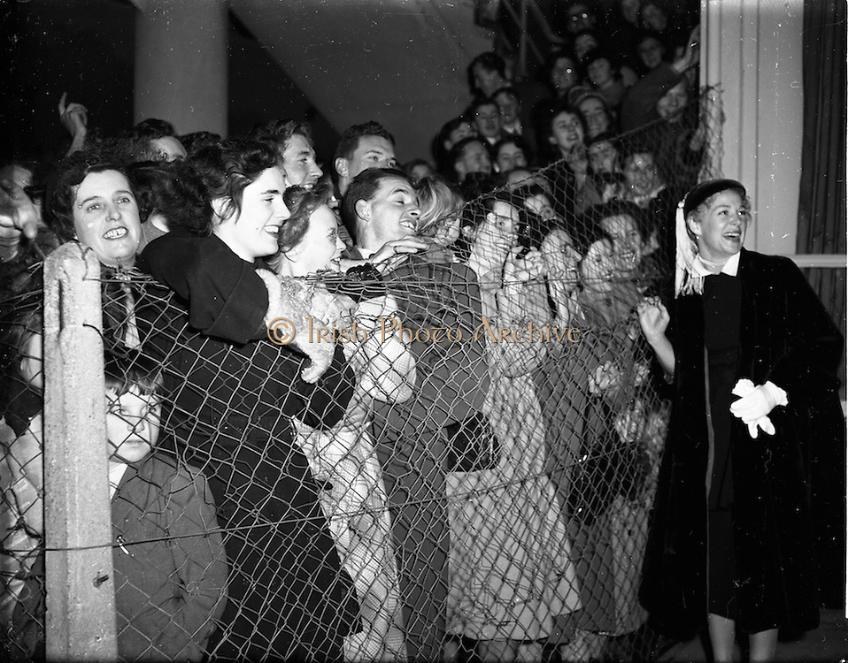 """16/11/1952<br /> 11/16/1952<br /> 16 November 1952<br /> Miss Betty Hutton, American stage, film and television star at Collinstown Airport (Dublin Airport). The film """"Sailor Beware"""" in which she had a cameo role was running in Dublin cinemas at this time."""
