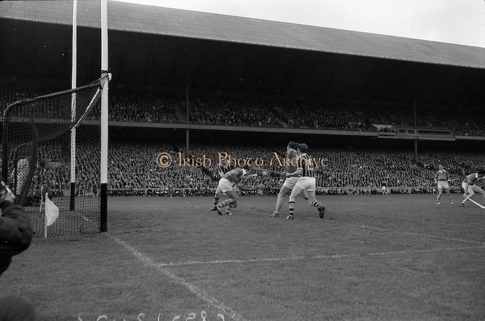 03/09/1967<br /> 09/03/1967<br /> 3 September 1967<br /> All-Ireland Senior Hurling Final: Kilkenny v Tipperary at Croke Park, Dublin.<br /> Kilkenny forward, J. Lynch (15), scores Kilkenny's first goal. Tipperary goalie, J. O'Donoghue is on the left.