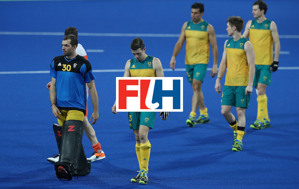 RIO DE JANEIRO, BRAZIL - AUGUST 14:  The Australia team  look dejected as they leave the pitch after Australia's 4-0 defeat during the Men's hockey quarter final match between the Netherlands and Australia on Day 9 of the Rio 2016 Olympic Games at the Olympic Hockey Centre on August 14, 2016 in Rio de Janeiro, Brazil.  (Photo by David Rogers/Getty Images)