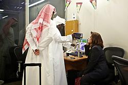 Serviço de identificação por retina no Aeroporto Internacional de Abu Dhabi (árabe: مطار أبو ظبي الدولي) está localizado na capital dos Emirados Árabes Unidos. O aeroporto é um dos aeroportos com mais rápido crescimento no mundo em termos de passageiros (34% : 2008), novas Linhas aéreas, e desenvolvimento das infra-estruturas. FOTO: Jefferson Bernardes/Preview.com