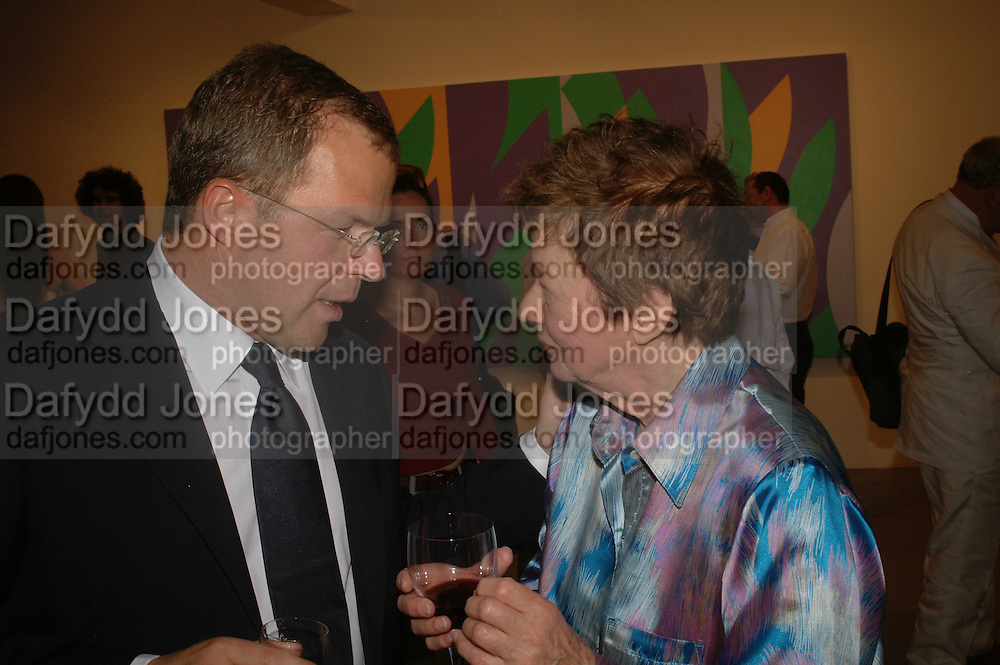 Karsten Schubert and Bridget Riley,  Bridget Riley exhibition. Timothy Taylor Gallery. 6 June 2006. ONE TIME USE ONLY - DO NOT ARCHIVE  © Copyright Photograph by Dafydd Jones 66 Stockwell Park Rd. London SW9 0DA Tel 020 7733 0108 www.dafjones.com