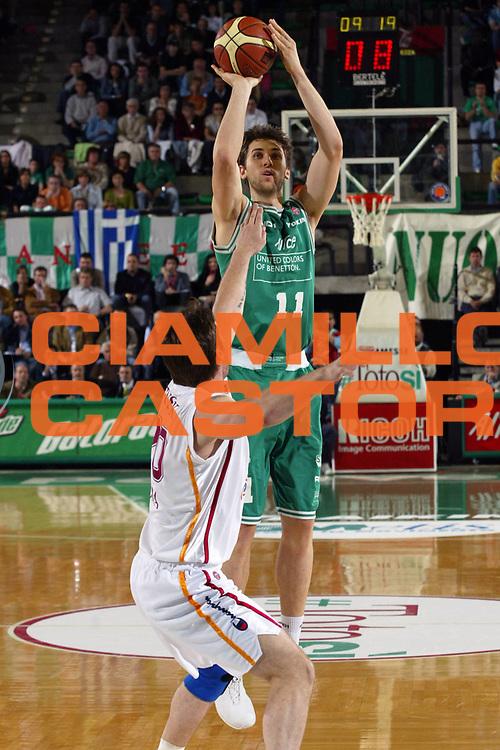 DESCRIZIONE : Treviso Lega A1 2005-06 Play Off Semifinale Gara 1 Benetton Treviso Lottomatica Virtus Roma <br /> GIOCATORE : Bargnani <br /> SQUADRA : Benetton Treviso <br /> EVENTO : Campionato Lega A1 2005-2006 Play Off Semifinale Gara 1 <br /> GARA : Benetton Treviso Lottomatica Virtus Roma <br /> DATA : 31/05/2006 <br /> CATEGORIA : Tiro <br /> SPORT : Pallacanestro <br /> AUTORE : Agenzia Ciamillo-Castoria/E.Pozzo <br /> Galleria : Lega Basket A1 2005-2006 <br /> Fotonotizia : Treviso Campionato Italiano Lega A1 2005-2006 Play Off Semifinale Gara 1 Benetton Treviso Lottomatica Virtus Roma <br /> Predefinita :