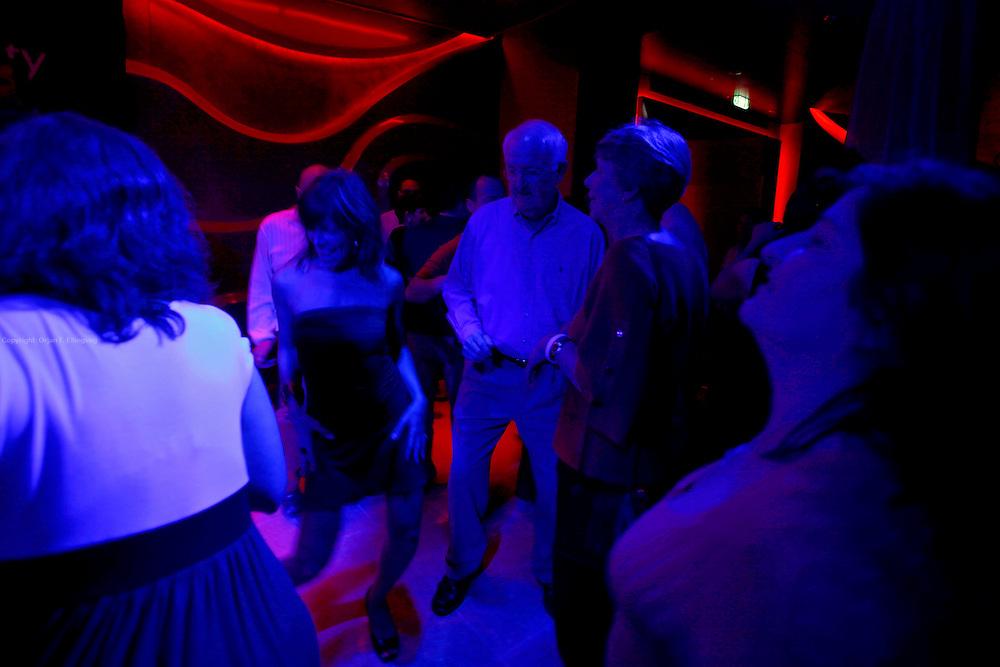 Fort Lauderdale, Florida, USA, 20091126:   Royal Caribbean Cruise Line launch their new flagship, the Oasis of the Seas. Dansing på en av de mange barene.Photo: Orjan F. Ellingvag/ Dagbladet/ Corbis