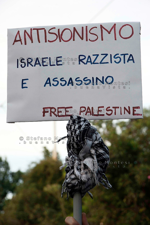 Roma 1 Giugno 2010.Manifestazione Pro-Palestina per protestare contro la strage da parte delle Forze Armate Israeliane dei volontari della Freedom for Flotilla che portavano aiuti ai palestinesi di Gaza, vicino all' Ambasciata di Israele..Rome June 1, 2010.Pro-Palestinian demonstration to protest the massacre by the Israel  Defense Forces, of the volunteers for the Freedom Flotilla, which brought aid to the Palestinians in Gaza, close to Embassy of Israel.the banner reads: Anti-Zionism, Israel racist and murderess.