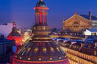 France, Paris (75), dôme du grand magasin Le Printemps et l'opéra Garnier au fond // France, Paris, dome of Printemps Haussman departement store