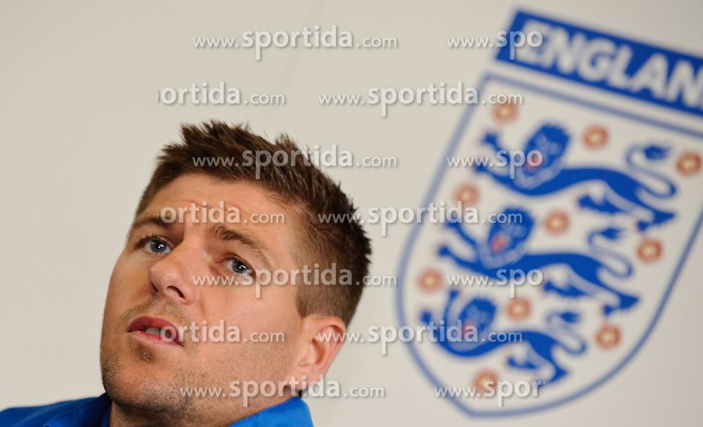 19.05.2010, Schloss Hotel Pichlarn, Irdning, AUT, FIFA Worldcup Vorbereitung, PK England, im Bild Steven Gerrard (FC Liverpool), EXPA Pictures © 2010, PhotoCredit: EXPA/ S. Zangrando / SPORTIDA PHOTO AGENCY