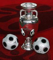 Fussball International  Gruppenauslosung Euro 2008   02.12.2007 EURO Ball (EURO Pass) und EM-Pokal