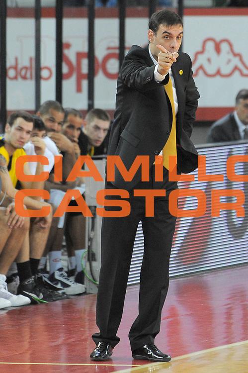 DESCRIZIONE : Roma Eurolega 2009-10 Lottomatica Virtus Roma Maroussi BC<br /> GIOCATORE : Coach Georgios Bartzokas<br /> SQUADRA : Maroussi BC<br /> EVENTO : Eurolega 2009-2010 <br /> GARA : Lottomatica Virtus Roma Maroussi BC<br /> DATA : 16/12/2009<br /> CATEGORIA : Delusione<br /> SPORT : Pallacanestro <br /> AUTORE : Agenzia Ciamillo-Castoria/G.Vannicelli<br /> Galleria : Eurolega 2009-2010 <br /> Fotonotizia : Roma Eurolega 2009-2010 Lottomatica Virtus Roma Maroussi BC<br /> Predefinita :