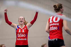 10-12-2016 NED: VC Sneek - Sliedrecht Sport, Sneek<br /> Sneek wint met 3-0 van Sliedrecht Sport / Roos Wijnen #11