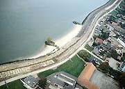 Nederland, Lekdijk (ten Oosten van Schoonhoven), 17-10-2001.Luchtfoto van dijkverbetering. Dijk is reeds verbreed dmv klei en wordt bedekt / beschermd met basaltblokken, boven zijn de blokken reeds aangebracht, onder nog niet..landschap infrastructuur dijkverbeteringen deltaplan grote rivieren strekdammen. Dijkverzwaring.<br /> luchtfoto (toeslag), aerial photo (additional fee)<br /> photo/foto Siebe Swart