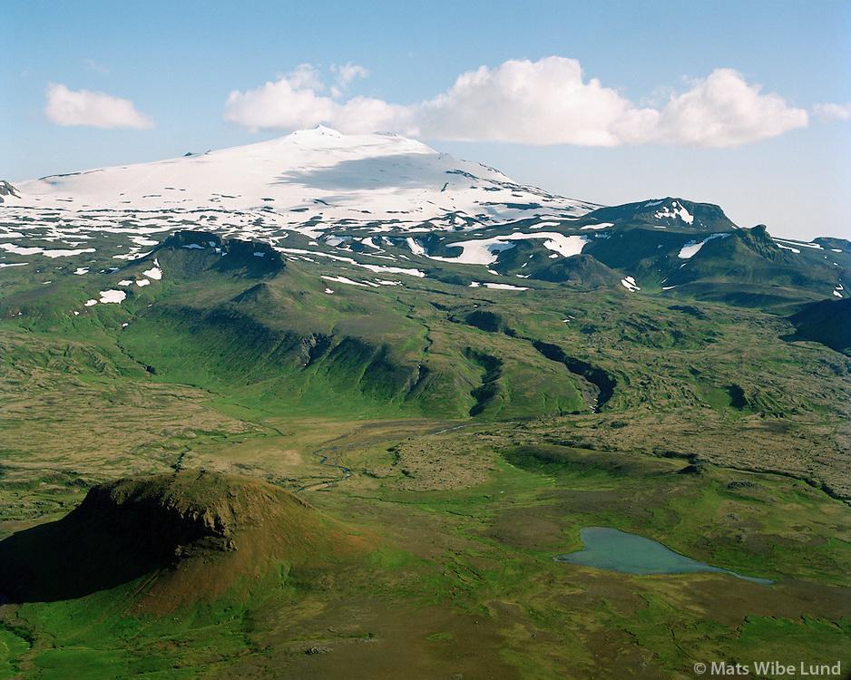 Snæfellsjökull að norðanverðu séð til suðurs, Burfell og Dyjadalsvatn í forgrunni, Snæfellsbær áður Neshreppur utan Ennis. / Snaefellsjokull glacier viewed from north, Burfell and Dyjadalsvatn (lake) in foreground. Snaefellsbaer former Neshreppur utan Ennis.