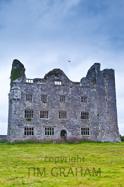 Lemeneagh Castle ruins, home of legendary Maire Ruagh, built 15th and 17th Century, Kilfenora, County Clare