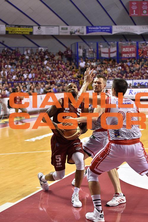 DESCRIZIONE : Venezia Lega A 2014-15 Umana Venezia-Grissin Bon Reggio Emilia  playoff Semifinale gara 5<br /> GIOCATORE :Goss Phil<br /> CATEGORIA : Tecnica<br /> SQUADRA : Umana Venezia<br /> EVENTO : LegaBasket Serie A Beko 2014/2015<br /> GARA : Umana Venezia-Grissin Bon Reggio Emilia playoff Semifinale gara 5<br /> DATA : 07/06/2015 <br /> SPORT : Pallacanestro <br /> AUTORE : Agenzia Ciamillo-Castoria /GiulioCiamillo<br /> Galleria : Lega Basket A 2014-2015 Fotonotizia : Reggio Emilia Lega A 2014-15 Umana Venezia-Grissin Bon Reggio Emilia playoff Semifinale gara 5<br /> Predefinita :