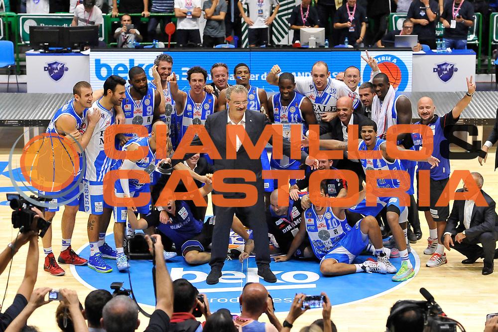 DESCRIZIONE : Sassari Lega Serie A 2014/15 Beko Supercoppa 2014 Finale Olimpia EA7 Emporio Armani Milano - Dinamo Banco di Sardegna Sassari<br /> GIOCATORE : Romeo Sacchetti<br /> CATEGORIA : Premiazione Premio Award Coppa<br /> SQUADRA :  Dinamo Banco di Sardegna Sassari<br /> EVENTO :  Beko Supercoppa 2014 <br /> GARA : Olimpia EA7 Emporio Armani Milano - Dinamo Banco di Sardegna Sassari<br /> DATA : 05/10/2014 <br /> SPORT : Pallacanestro <br /> AUTORE : Agenzia Ciamillo-Castoria/ Luigi Canu<br /> Galleria : Lega Basket A 2014-2015 <br /> Fotonotizia : Sassari Lega Serie A 2014/15 Beko Supercoppa 2014 Finale Olimpia EA7 Emporio Armani Milano - Dinamo Banco di Sardegna Sassari<br /> Predefinita :
