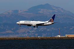 Boeing 737-824 (N76528) operated by United Airlines landing at San Francisco International Airport (KSFO), San Francisco, California, United States of America