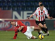 n/z.: Marcin Kuzba (nr31-Wisla), Arkadiusz Baran (nr8-Cracovia) podczas meczu ligowego Wisla Krakow (czerwone) Cracovia Krakow (czerwone-biale) 3:0 , I liga polska , 4 kolejka sezon 2005/2006 , pilka nozna , Polska , Krakow , 22-11-2005 , fot.: Adam Nurkiewicz / mediasport..Marcin Kuzba (nr31-Wisla), Arkadiusz Baran (nr8-Cracovia)  fight for the ball during Polish league first division soccer match in Cracow. November 22, 2005 ; Wisla Krakow (red) - Cracovia Krakow (red-white) 3:0 ; 4 round season 2005/2006 , football , Poland , Cracow ( Photo by Adam Nurkiewicz / mediasport )