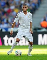 FUSSBALL   INTERNATIONAL   SAISON 2011/2012   TESTSPIEL Herha BSC Berlin - Real Madrid         27.07.2011      PEPE (Real Madrid) Einzelaktion am Ball