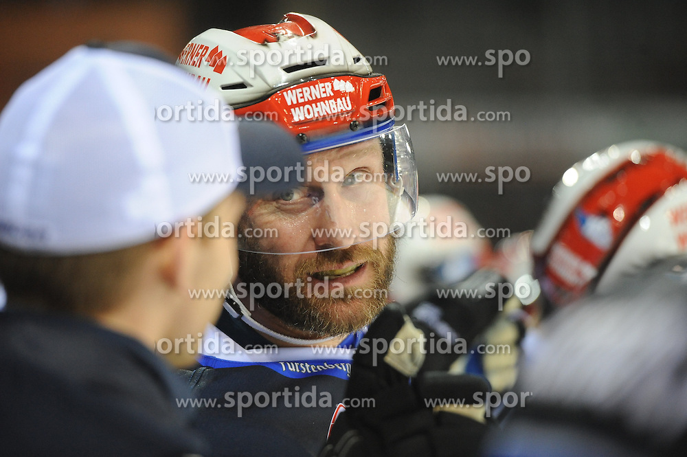 09.10.2015, Helios-Arena, Schwenningen, GER, DEL, Schwenninger Wild Wings vs ERC Ingolstadt, 9. Runde, im Bild Sascha Goc (Schwenninger Wild Wings) // during the German DEL Icehockey League 9th round match between Schwenninger Wild Wings and ERC Ingolstadt at the Helios-Arena in Schwenningen, Germany on 2015/10/09. EXPA Pictures &copy; 2015, PhotoCredit: EXPA/ Eibner-Pressefoto/ Laegler<br /> <br /> *****ATTENTION - OUT of GER*****