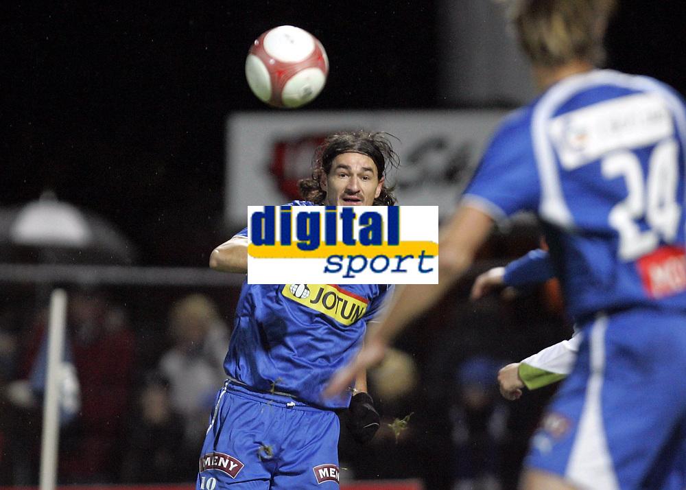 Fotball<br /> Tippeligaen 2006<br /> 29.10.2006<br /> Sandefjord v V&aring;lerenga / VIF Fotball 0-2<br /> Foto: Morten Olsen, Digitalsport<br /> <br /> Adriano Munoz - Sandefjord