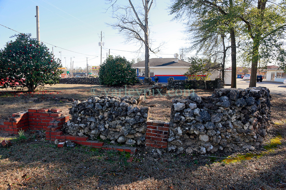 05 February 2015. Monroeville, Alabama.<br /> On the trail of Harper Lee's 'To Kill a Mocking Bird.'<br /> All that remains of Truman Capote's childhood home which stands next door to Harper Lee's childhood home (in background) which is now Mel's Dairy Dream, a hamburger and ice cream take out only restaurant.<br /> Photo; Charlie Varley/varleypix.com