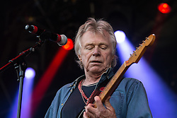 © Licensed to London News Pictures . 09/08/2015 . Siddington , UK . DAVE EDMUNDS performs . The Rewind Festival of 1980s music , fashion and culture at Capesthorne Hall in Macclesfield . Photo credit: Joel Goodman/LNP