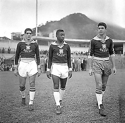 05.07.1957 - FOTO: ARQUIVO / AGÊNCIA O GLOBO - PELE E MAURO RAMOS.